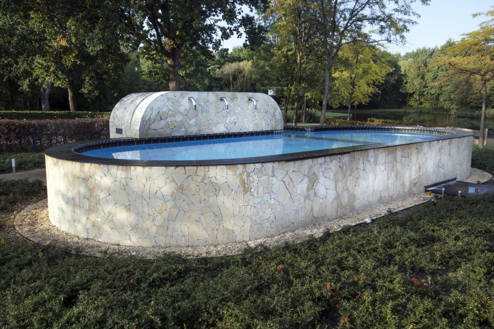 NIEUWESCHANS - Kuuroord Fontana met buitenbaden